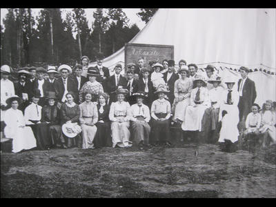 Mokuiti 1917-Community day for farming families during WW1.